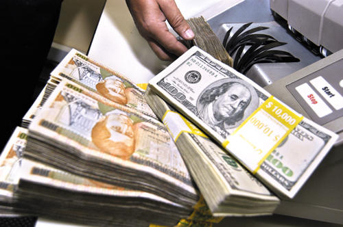 Buscan cobrar multas a negocios que cobren en dólares