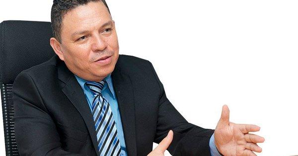 """""""Los políticos nos ven como sus enemigos"""": Fiscal Luis Javier Santos"""