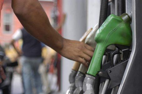 Iniciativa privada sugiere revisar impuesto que obtiene el Gobierno por galón de combustible