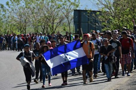 Solo cambios en la situación del país pueden frenar caravanas migrantes, según economista