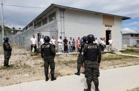 FUSINA traslada 49 reos de la cárcel de El Porvenir, Atlántida
