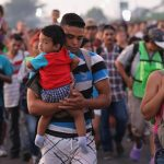 """EE. UU. """"lamenta"""" nueva caravana de migrantes y advierte que """"no entrarán"""""""