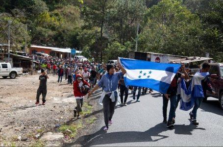 México advierte que no permitirá el ingreso de caravanas migratorias