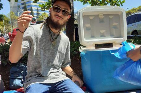 Axel Rodríguez y la hielera de jugos con más demanda de la UNAH