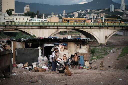 Pobreza en Honduras aumentó a 70% debido a la pandemia y los huracanes: UNAH