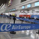 Turistas y extranjeros solo pueden salir del país en vuelos privados