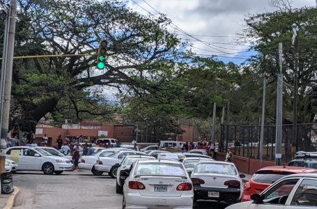 Conductores de taxis paralizan sus unidades a nivel nacional