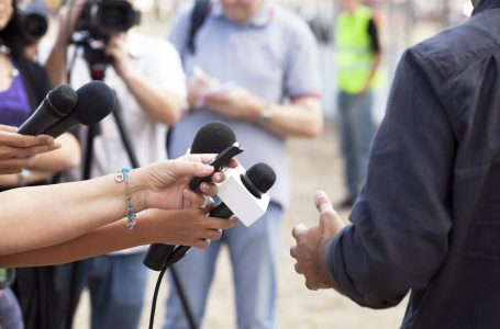 Periodistas deberían ser vacunados contra el Covid-19 después de los adultos mayores