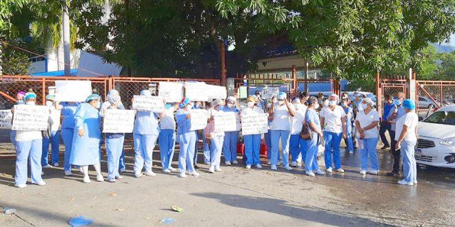 Renuncian más de 60 empleados del Hospital Leonardo Martínez por falta de pagos