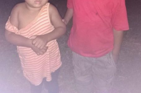 DINAF recupera 2 menores que fueron abandonados en caravana de migrantes