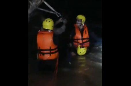 Bomberos rescatan 8 personas atrapadas en río de Tegucigalpa