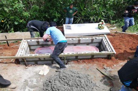 Sepultan a menor hondureño que murió viajando con la caravana en Guatemala