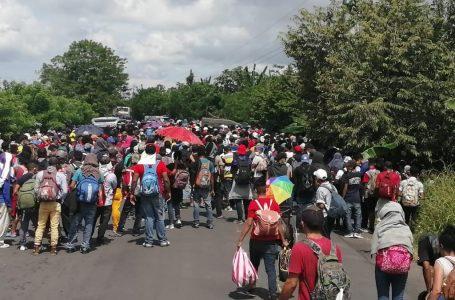 Caravana de migrantes hondureños supera primer obstáculo fronterizo pese advertencias