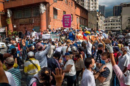 Docentes venezolanos protestan por mejores condiciones de trabajo y salarios dignos