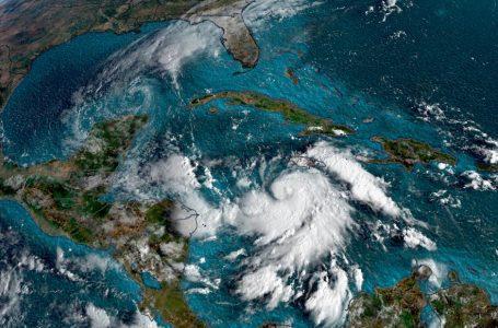 Huracán Delta se intensifica rápidamente y ahora es categoría 4
