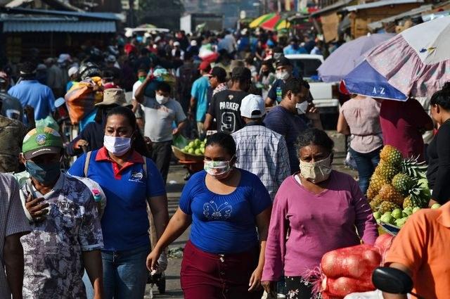 Autoridades deberían limitar centros comerciales y mercados para evitar contagios