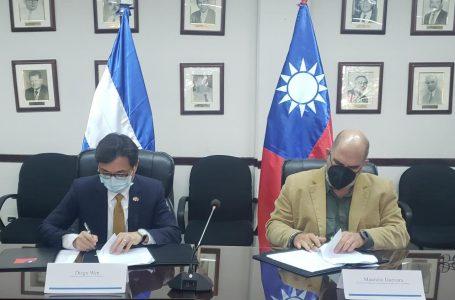 Honduras y Taiwán firman acuerdo para aumentar producción de papa y fresa