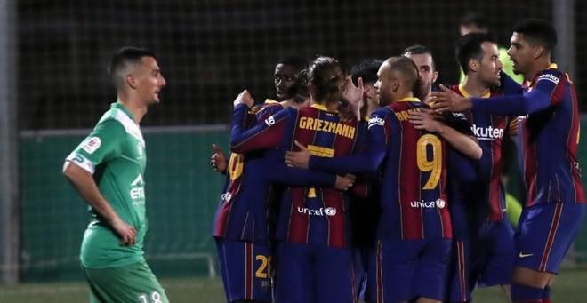 Barcelona sufre ante Cornellà pero avanza a octavos de final de la Copa del Rey