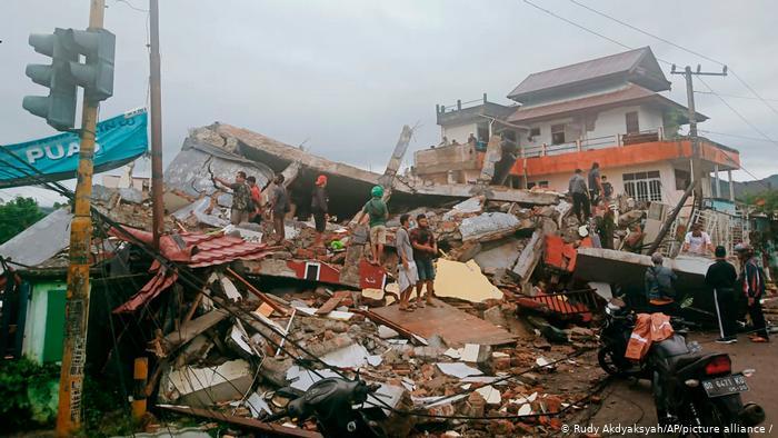 Terremoto en Indonesia de magnitud 6,2 deja al menos 37 muertos