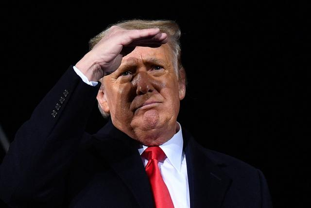 Donald Trump entre el juicio político y la preocupación por su fortuna