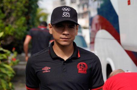 Carlos Pineda fuera de las canchas por varios meses tras fuerte lesión