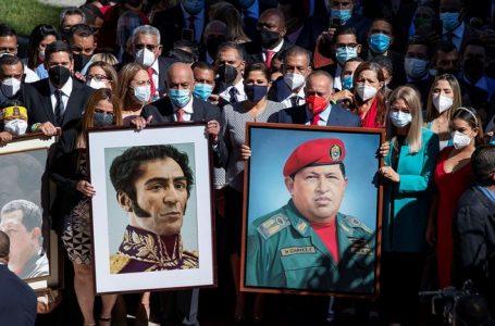 Oficialismo instala nueva Asamblea Nacional en Venezuela, oposición lo hizo virtual