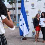 UNAH entrega más de mil títulos entre la alegría y estrictas medidas de bioseguridad