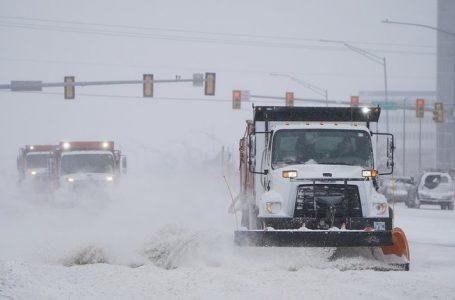 Unos 11 muertos y millones de personas sin servicio eléctrico por tormentas de nieve en EE.UU.