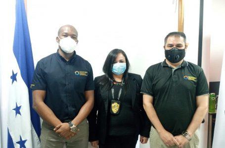 Subdirector de fiscales juramentan a jefa de la fiscalía local de La Esperanza