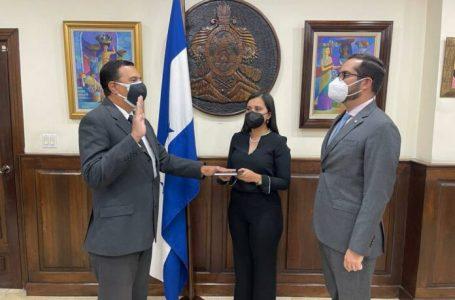 Juramentan a Efraín Suárez como nuevo director del BCH