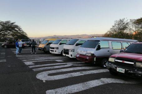 Conductores de los «brujitos» exigen legalización y permisos de operación