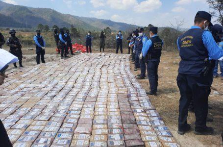 Autoridades incineran más de 1.4 toneladas de clorhidrato de cocaína