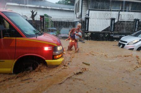 Unas 42 personas fueron evacuadas por las lluvias en Roatán