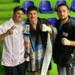Brandon Chávez, promesa del boxeo que hizo su debut profesional con victoria internacional