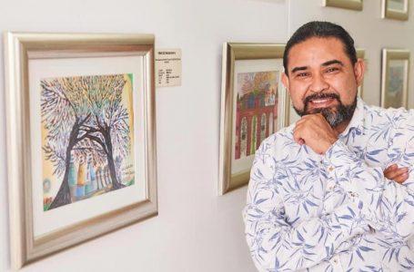Jaime Vallardo Chávez, hondureño que presenta su arte entre jícaros y monedas