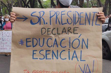 Maestros argentinos protestan contra regreso inseguro a clases