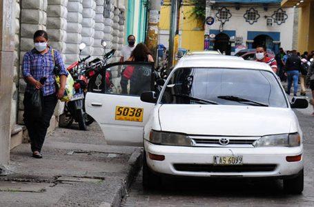 Taxistas piden ser de los primeros vacunados contra COVID después del personal de salud
