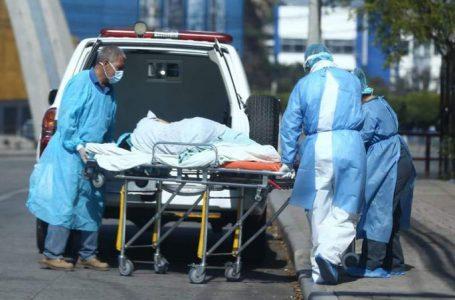 Médicos aseguran son más de 100 muertes diarias por COVID-19 en todo el país