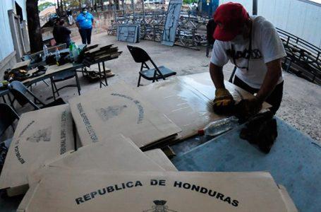 Llega al país el primer lote de urnas, maletas y empaques electorales