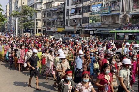Militares de Myanmar cortan el acceso a internet en todo el país tras golpe de Estado