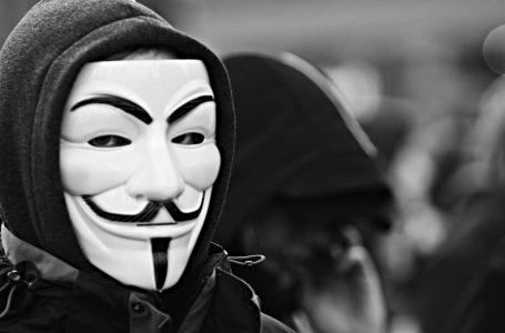 Reino Unido gasta millones para debilitar a Rusia, según Anonymous