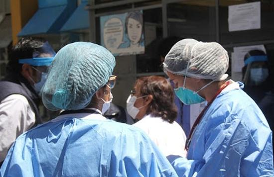 Siguen falleciendo trabajadores de la salud por COVID, una enfermera la última víctima
