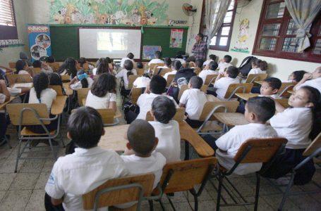 Urge inmunizar a 70 mil maestros para regresar a clases presenciales: Coprumh
