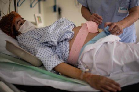 Alarma en médicos por aumento de muertes de bebés y jóvenes bajo sospechas de COVID