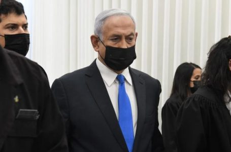 Netanyahu se declara inocente en reanudación de juicio por corrupción