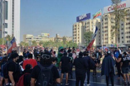 Chilenos protestan por la muerte de un malabarista a manos de policía
