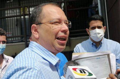 """""""Bienvenidas las vacunas, pero es una estrategia política bien planeada por la oposición"""", según Ekónomo"""