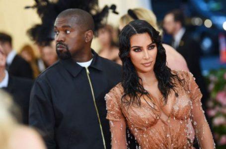 Kanye West se deja ver con su anillo de casado y abre la duda de una reconciliación con Kim