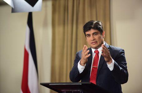 """Presidente de Costa Rica pide abordar """"fiebre"""" migratoria más allá del Triángulo Norte"""