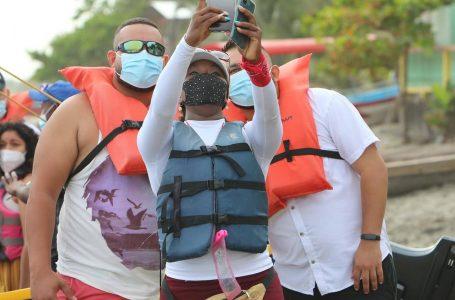 """Trabajadores turísticos se sienten más """"seguros"""" al ser priorizados con la vacuna anticovid"""